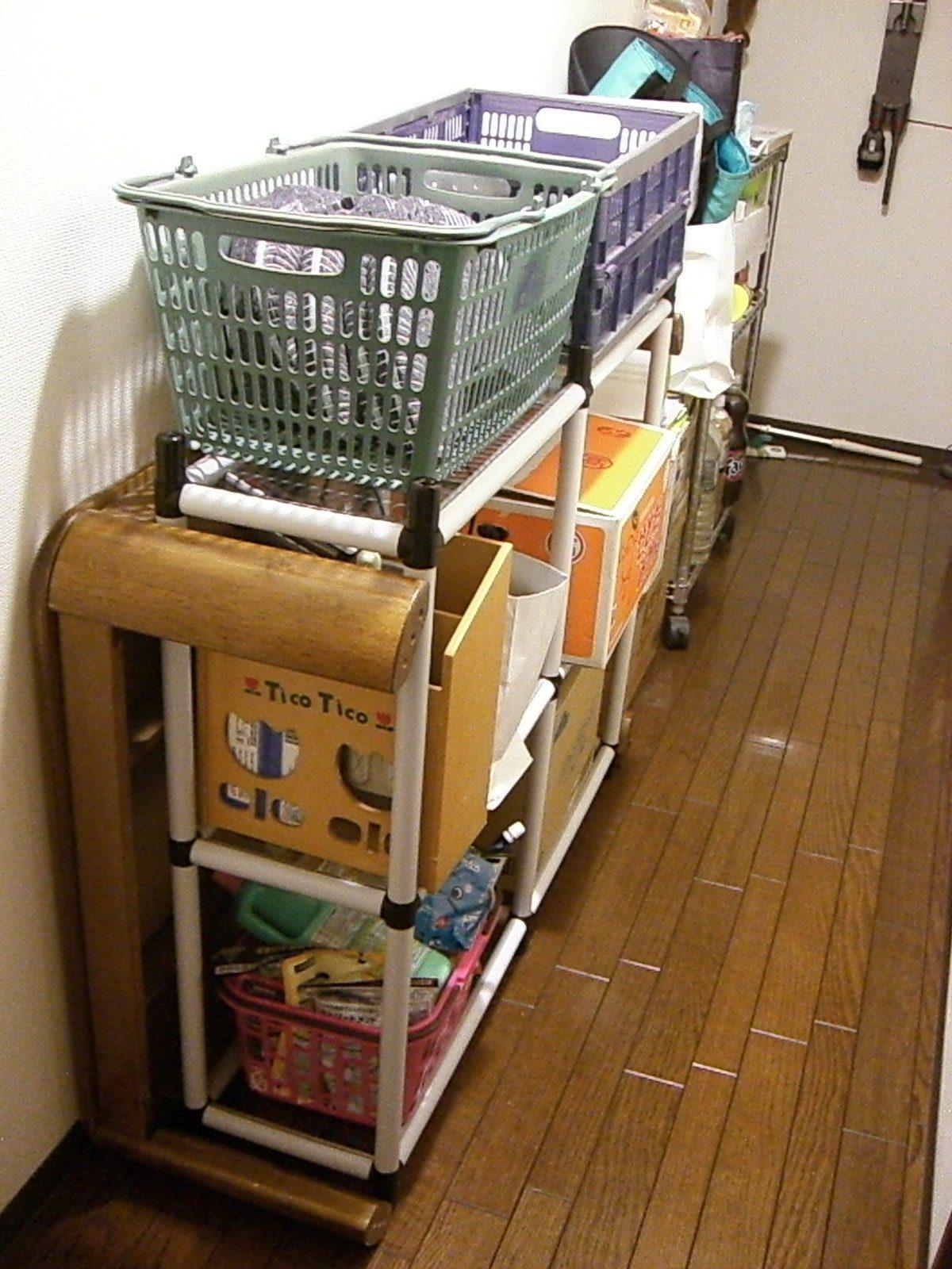 スタンダードパイプ オーダーキット(OST4-WH) こたつテーブル置き場の収納スペースに 設置後