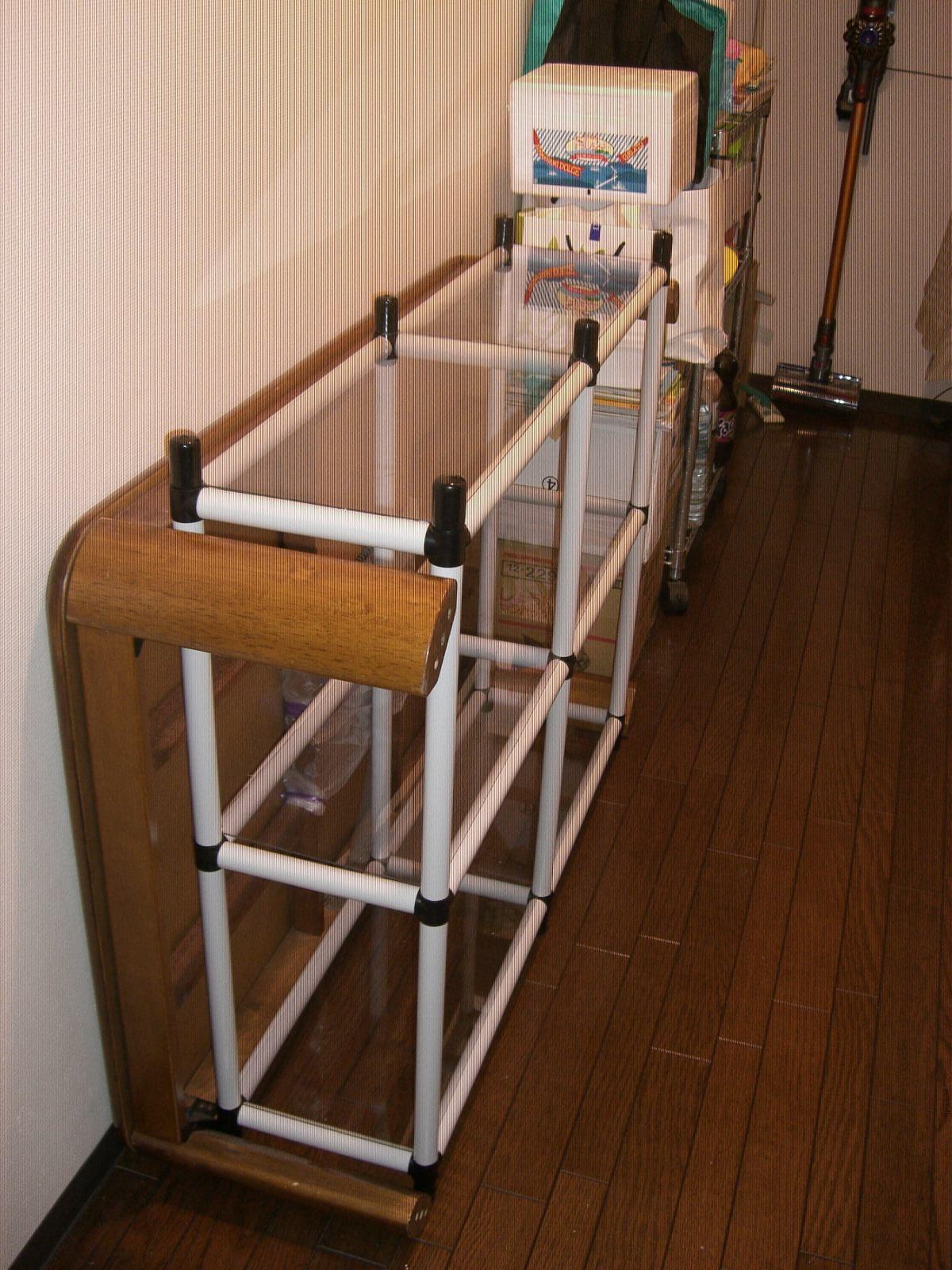 スタンダードパイプ オーダーキット(OST4-WH) こたつテーブル置き場の収納スペースに